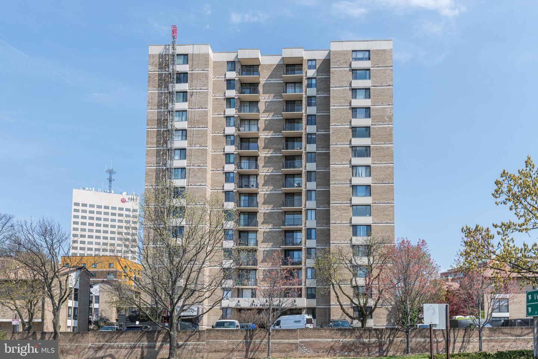 Photo of 118 MONROE ST #606, ROCKVILLE, MD 20850 (MLS # MDMC2000969)