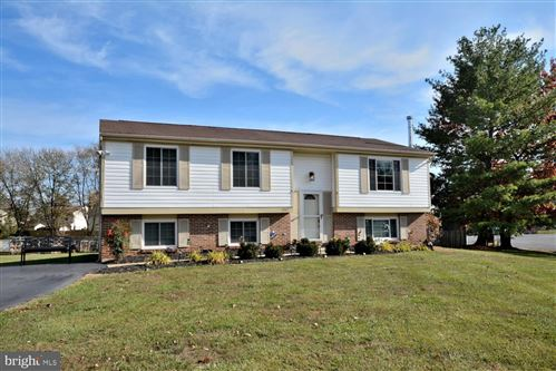 Photo of 1707 WHITEWOOD LN, HERNDON, VA 20170 (MLS # VAFX1099974)