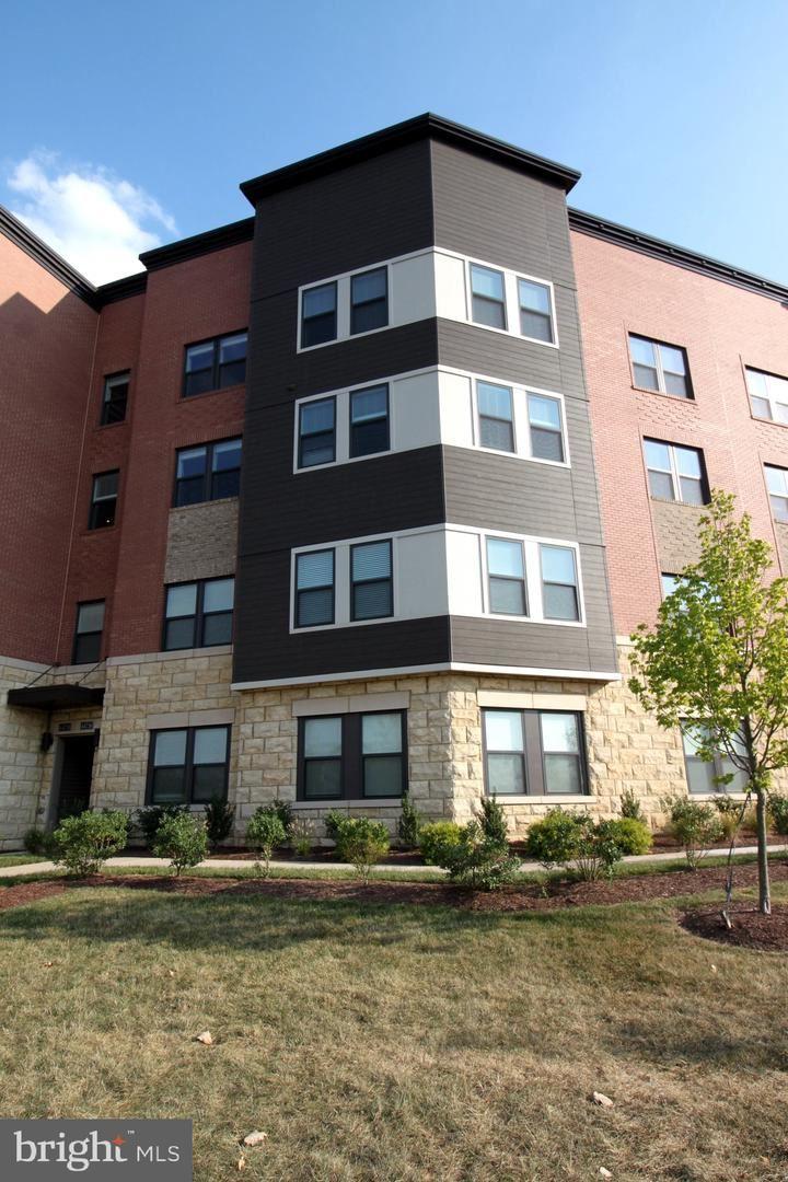 Photo for 44738 TIVERTON SQ, ASHBURN, VA 20147 (MLS # VALO423976)
