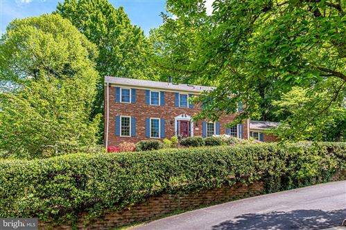 Photo of 5815 BENT TWIG RD, MCLEAN, VA 22101 (MLS # VAFX1197980)