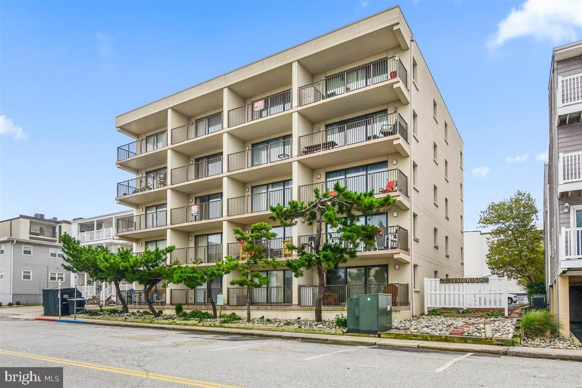 Photo for 7 139TH ST #502, OCEAN CITY, MD 21842 (MLS # MDWO112988)