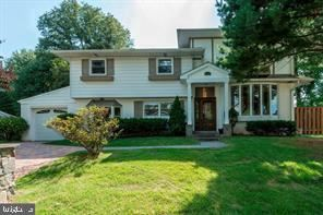 Photo of 8614 HARTSDALE AVE, BETHESDA, MD 20817 (MLS # MDMC658992)
