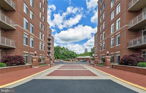 Photo of 4490 MARKET COMMONS DR #607, FAIRFAX, VA 22033 (MLS # VAFX1199994)