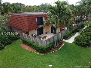 Photo of 9852 NW 6th Place #9852, Plantation, FL 33324 (MLS # H10668019)