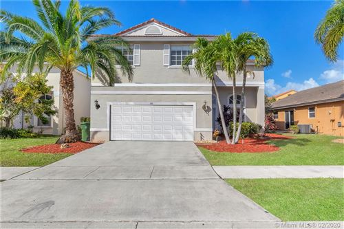 Photo of 350 SW 190th Ave, Pembroke Pines, FL 33029 (MLS # A10819024)
