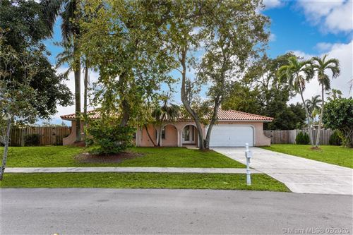 Photo of 1001 NW 99th Ave, Plantation, FL 33322 (MLS # A10817173)