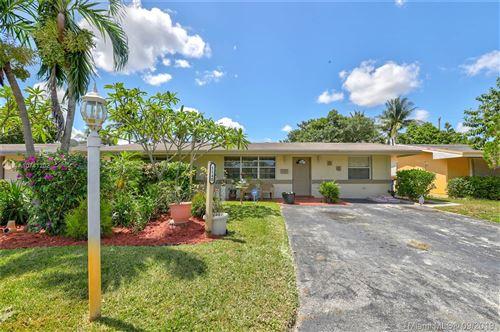 Photo of 1140 NW 77th Way, Pembroke Pines, FL 33024 (MLS # A10741202)