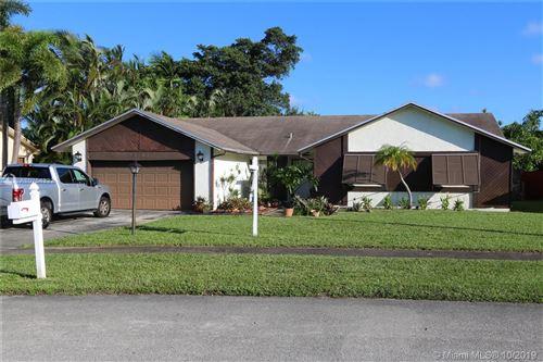 Photo of 8201 SW 27th Pl, Davie, FL 33328 (MLS # A10754332)