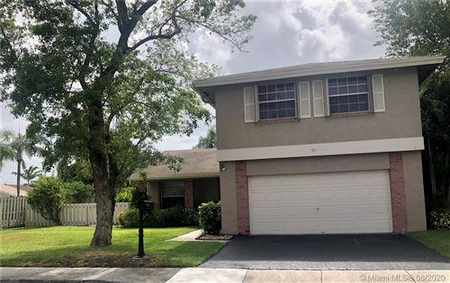 Photo of 551 Auburn Way, Davie, FL 33325 (MLS # A10901334)