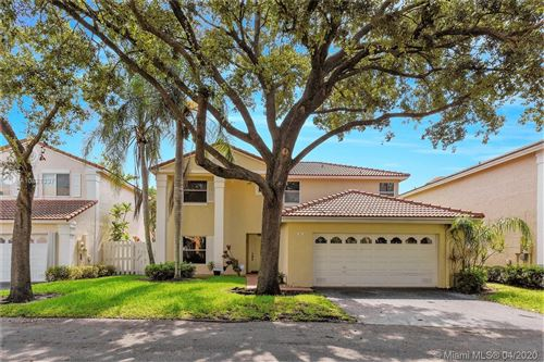 Photo of 910 NW 96th Ave, Plantation, FL 33324 (MLS # A10821337)