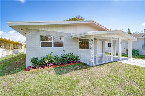 Photo of 33 SW 8th Ave, Dania Beach, FL 33004 (MLS # A10819614)