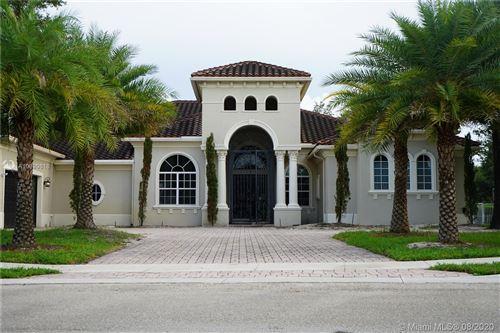 Photo of 12922 Grand Oaks Dr, Davie, FL 33330 (MLS # A10899618)