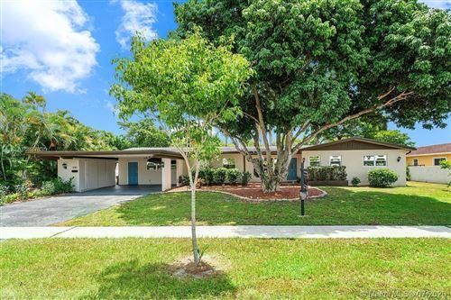Photo of 840 Azalea Ct, Plantation, FL 33317 (MLS # A10887630)