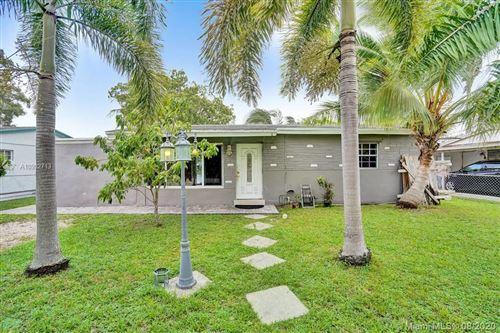 Photo of 4115 SW 49th Ct, Dania Beach, FL 33314 (MLS # A10902713)