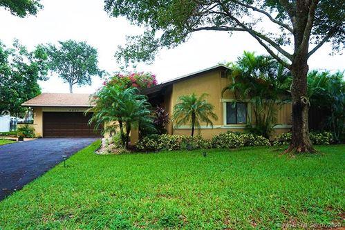 Photo of 4011 W Sailboat Dr, Cooper City, FL 33026 (MLS # A10899720)