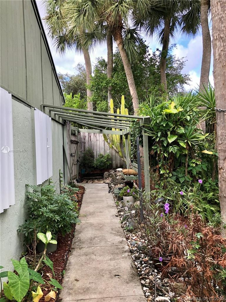 689 NW 46th Ave, Delray Beach, FL 33445 - MLS#: A10762744
