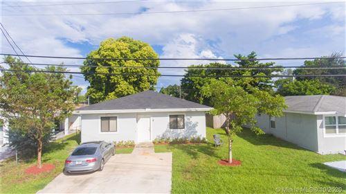 Photo of 37 SW 8th Ave, Dania Beach, FL 33004 (MLS # A10946813)