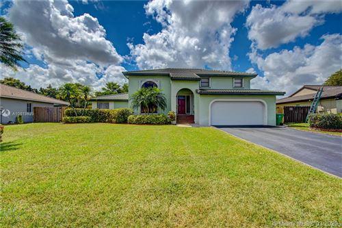Photo of 6851 W Wedgewood Ave, Davie, FL 33331 (MLS # A10819829)