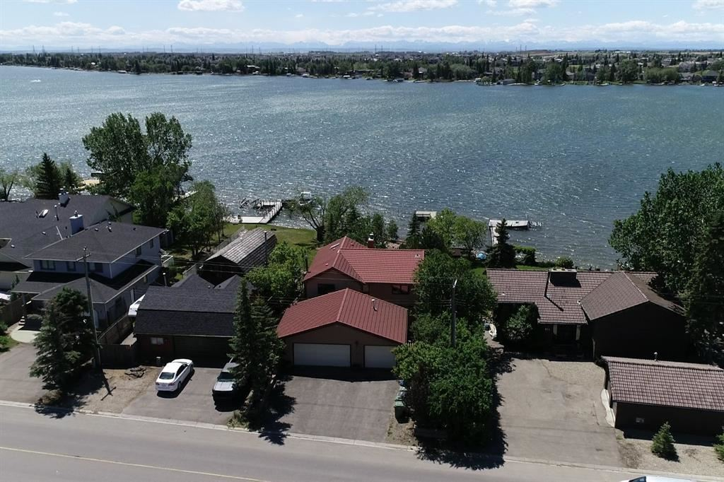Photo of 305 EAST CHESTERMERE Drive, Chestermere, AB T1X 1A2 (MLS # A1120033)