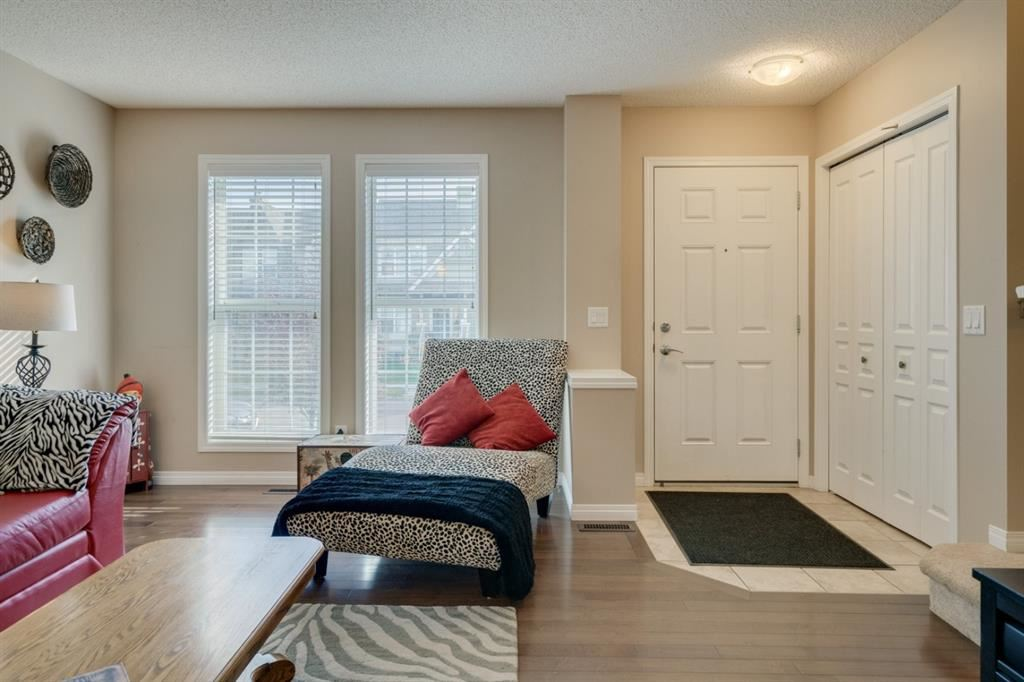 Photo of 35 Elgin Meadows Park SE, Calgary, AB T2Z 1B4 (MLS # A1037049)