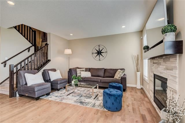 Photo of 196 EVANSGLEN CL NW, Calgary, AB T3P 0P2 (MLS # C4294118)