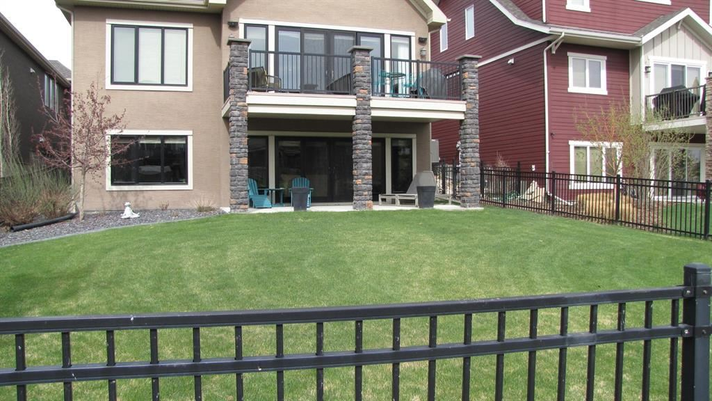 Photo of 33 Cranbrook Heights SE, Calgary, AB T3M 1W5 (MLS # A1114124)