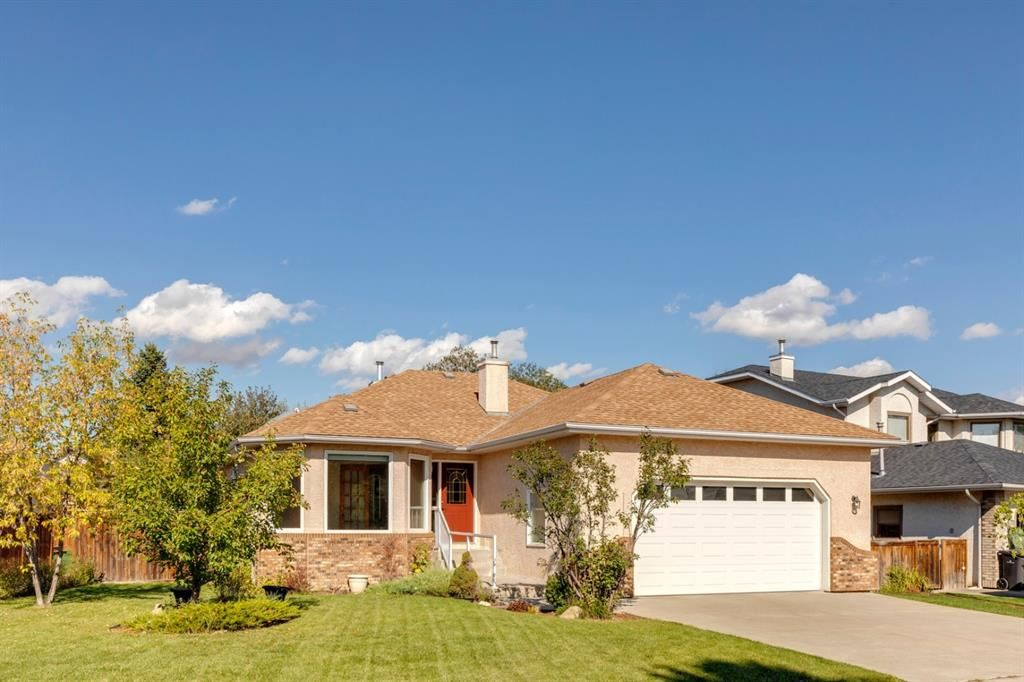 Photo of 212 Lakeside Greens Crescent, Chestermere, AB T1X 1C3 (MLS # A1143126)