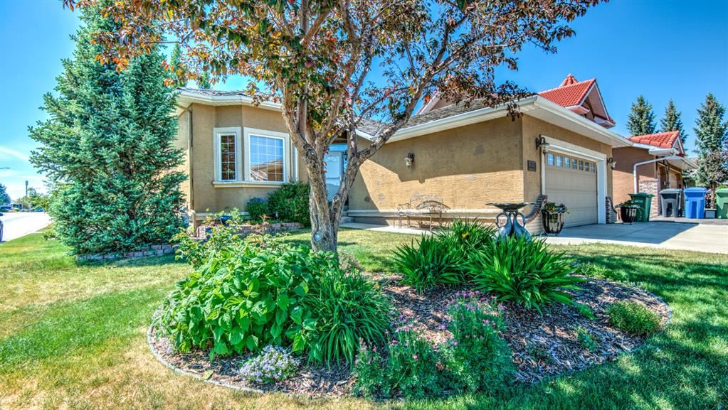 Photo of 199 Lakeside Greens Court, Chestermere, AB T1X 3C7 (MLS # A1122131)