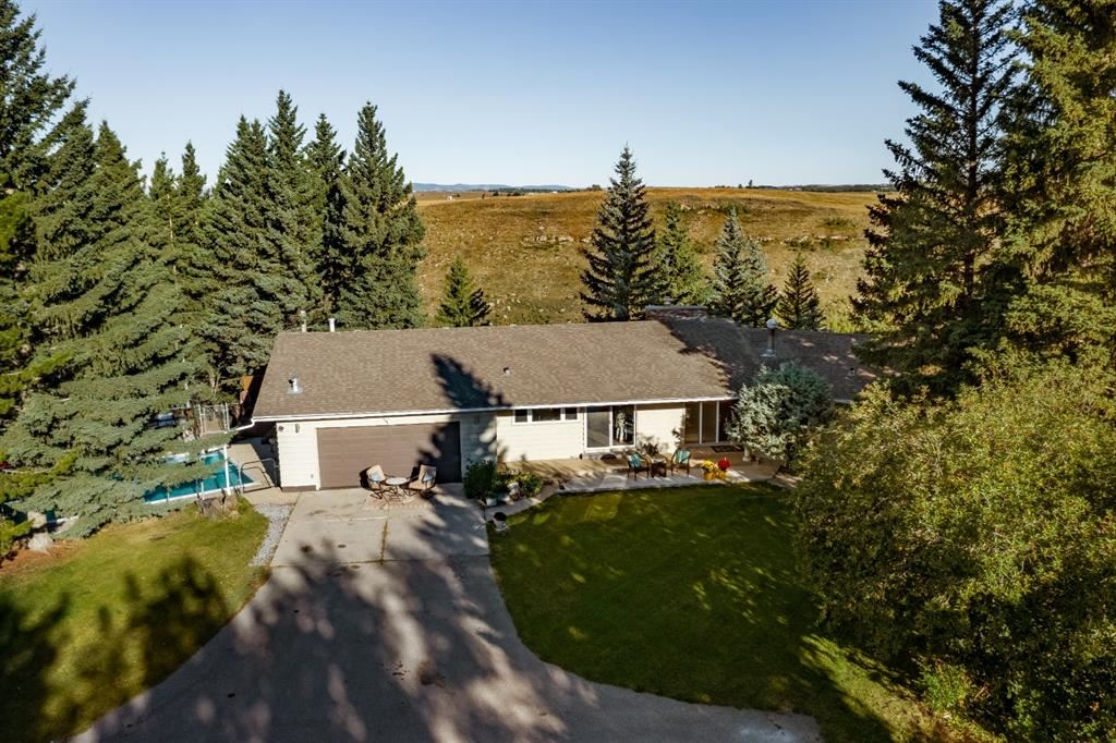 Photo of 102 GREEN VALLEY Estates, Rocky View County, AB T4C 1A7 (MLS # A1033145)