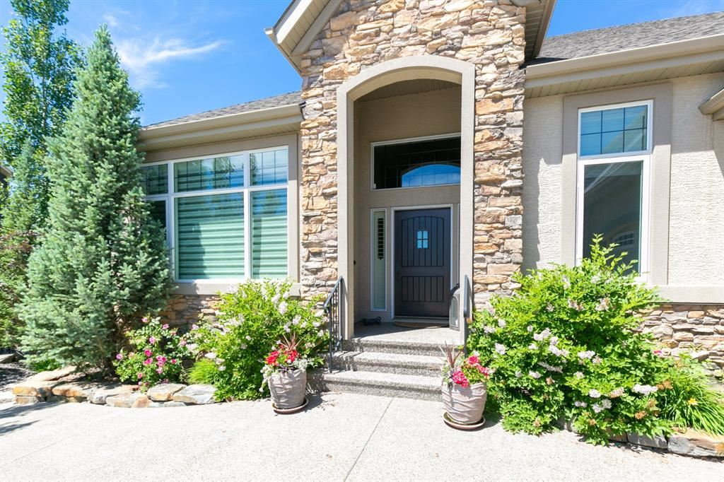 Photo of 28 Cranarch Heights SE, Calgary, AB T3M 0S7 (MLS # A1103206)