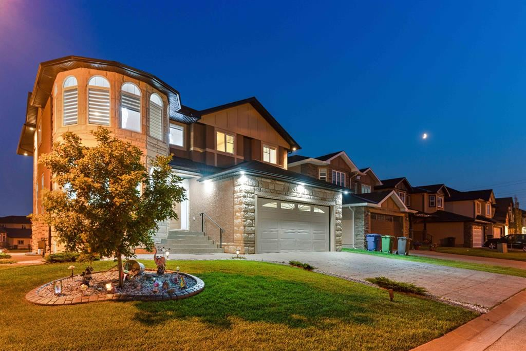Photo of 137 Aspenmere Close, Chestermere, AB T1X 0C3 (MLS # A1131206)