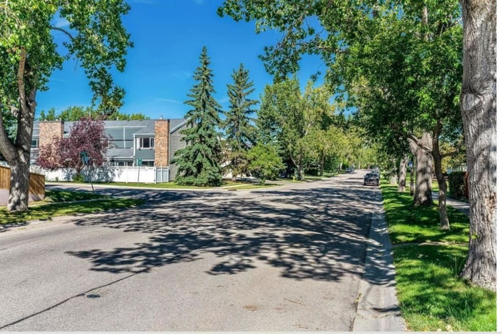 Photo of 228 THEODORE Place NW, Calgary, AB T2K 5S1 (MLS # A1037208)