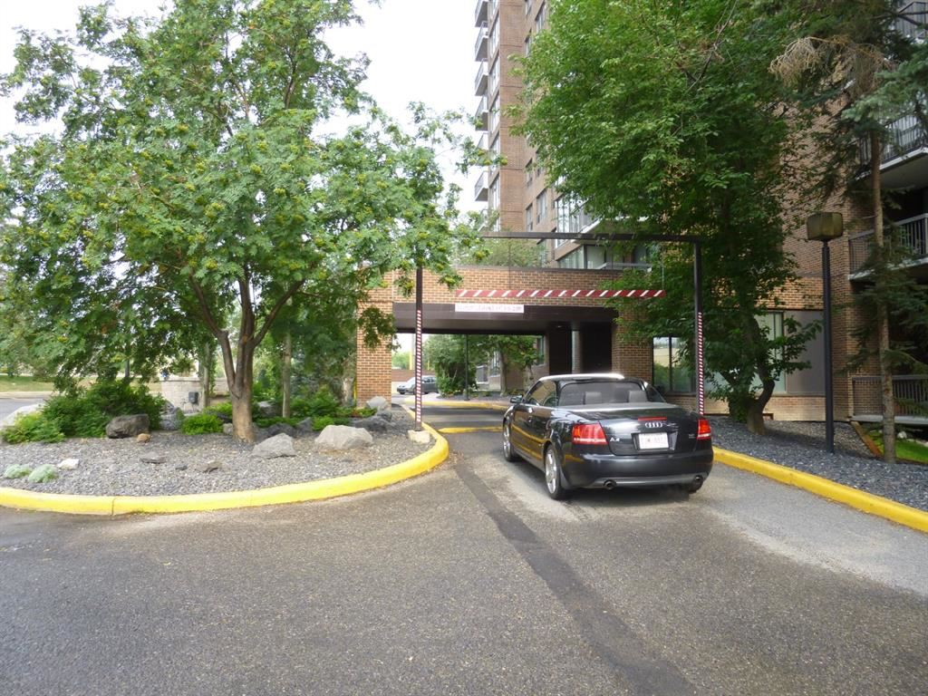 Photo of 80 POINT MCKAY Crescent NW #901, Calgary, AB T3B 4W4 (MLS # A1142272)