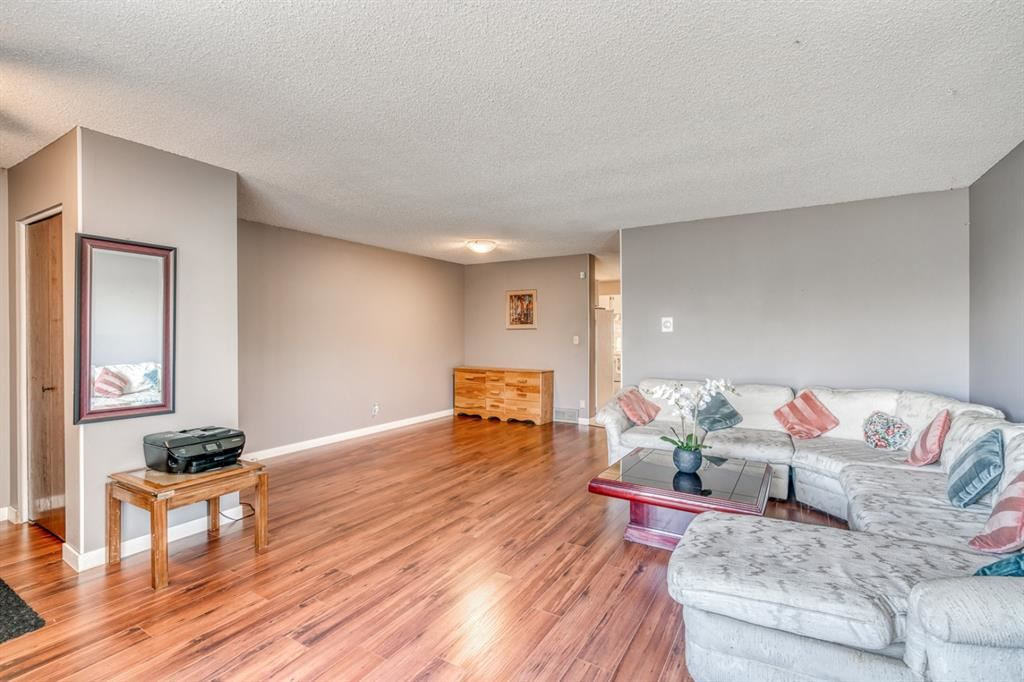 Photo of 160 Edgedale Way NW, Calgary, AB T3A 2P9 (MLS # A1149279)
