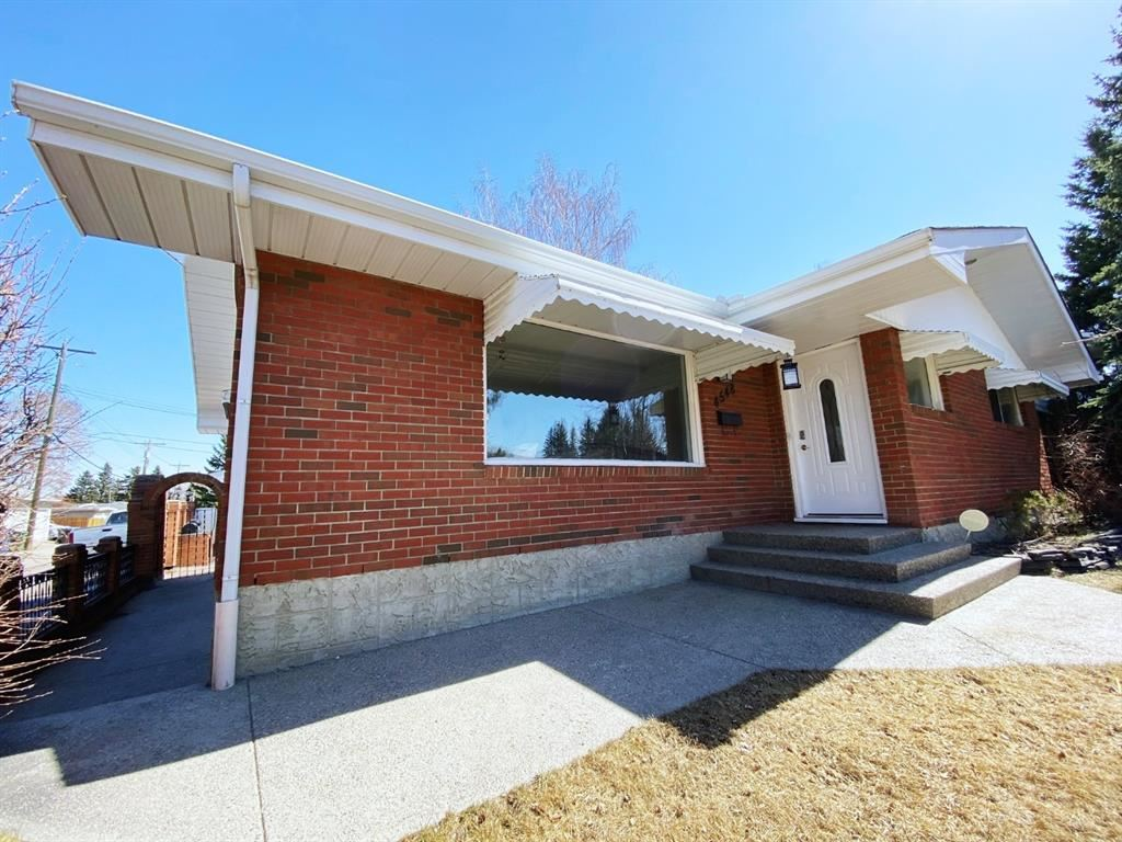Photo of 4548 & 4548R Vandergrift Crescent NW, Calgary, AB T3A 0J2 (MLS # A1089288)