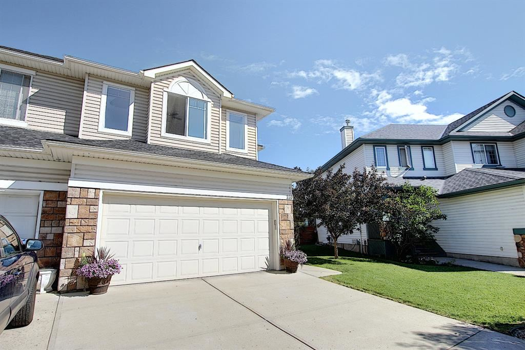 Photo of 210 West Creek Bay, Chestermere, AB T1X 1P6 (MLS # A1014295)