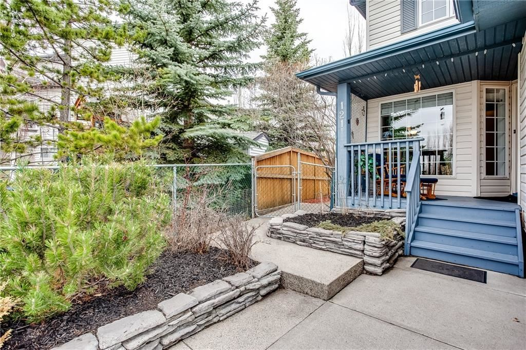 Photo of 121 SCHOONER CL NW, Calgary, AB T3L 1Y9 (MLS # C4296299)