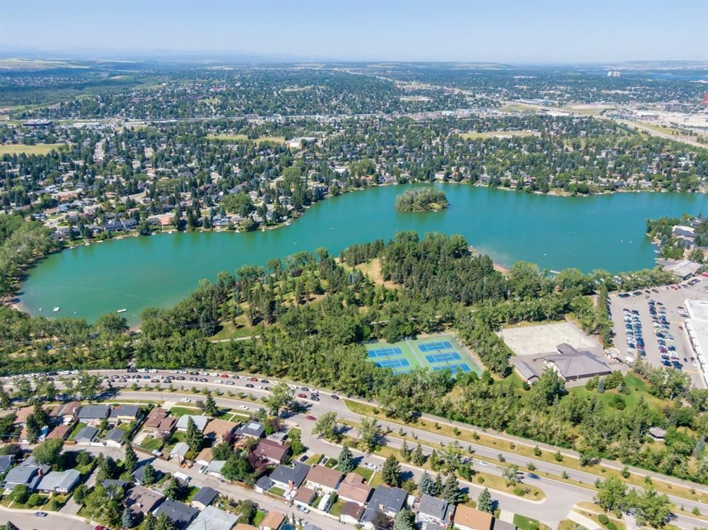 Photo of 31 LAKE TWINTREE Place SE, Calgary, AB T2J 2X4 (MLS # A1021303)