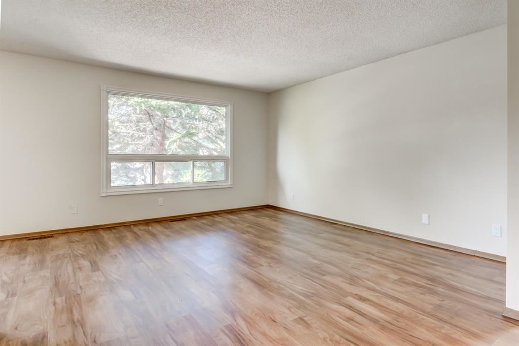 Photo of 91 BEACONSFIELD Rise NW, Calgary, AB T3K 1X3 (MLS # A1034341)