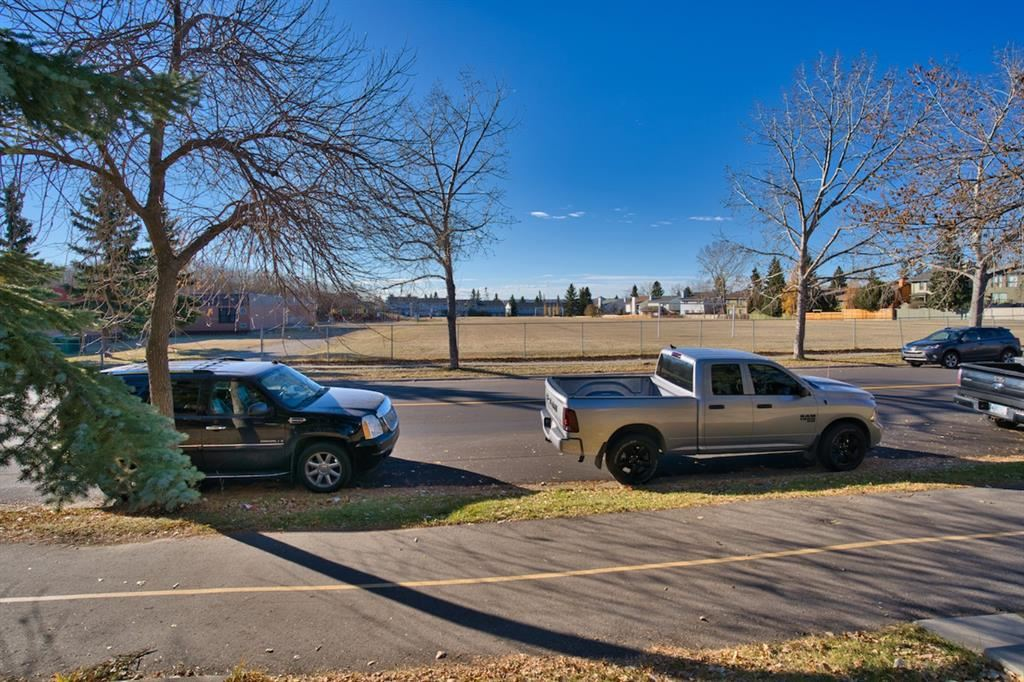 Photo of 7810 Ranchview Drive NW, Calgary, AB T3G 1X8 (MLS # A1156377)