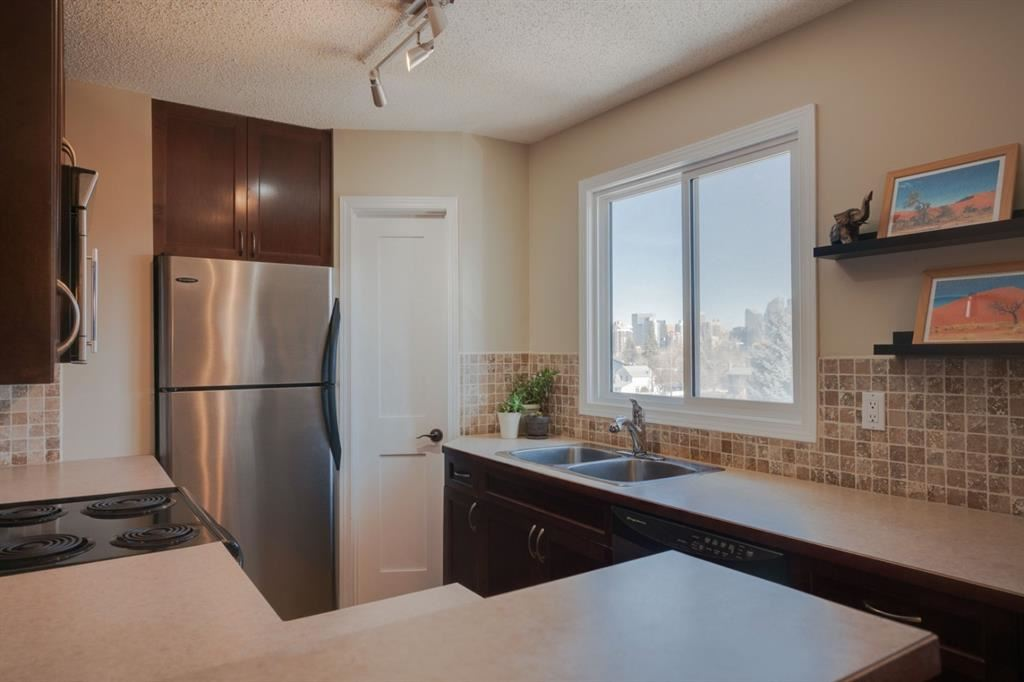 Photo of 2508 17 Street SW #202, Calgary, AB T2T 4M8 (MLS # A1149423)