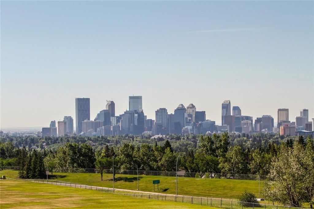 Photo of 66 Cromwell Avenue NW, Calgary, AB T2L 0M7 (MLS # A1123460)