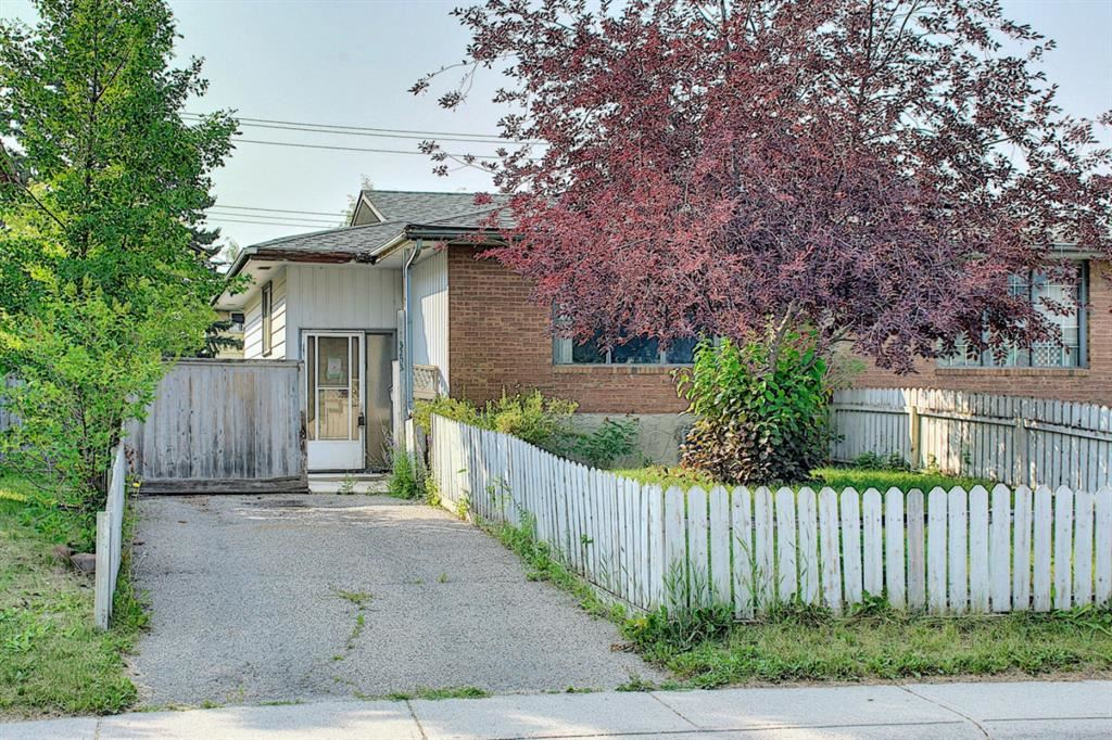 Photo of 3203 Doverville Crescent SE, Calgary, AB T2B 1V1 (MLS # A1132477)
