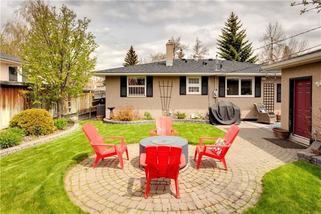 Photo of 25 CHANCELLOR WY NW, Calgary, AB T2K 1Y3 (MLS # C4306500)