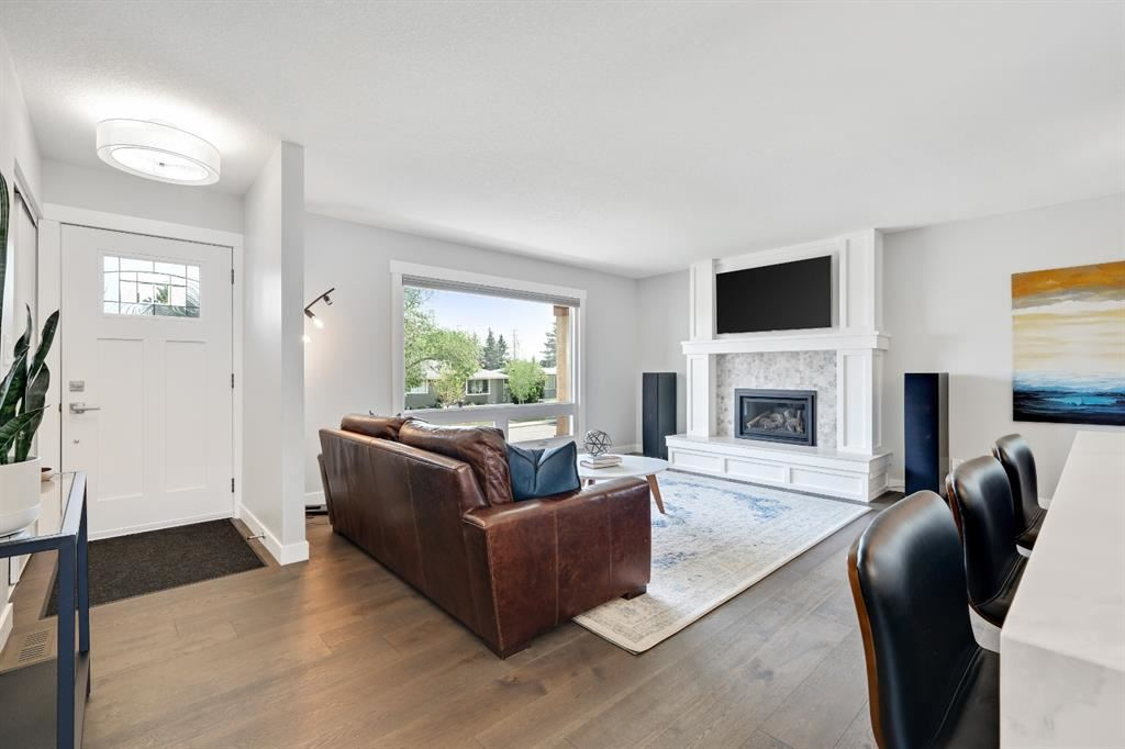 Photo of 6119 Touchwood Drive NW, Calgary, AB T2K 5R7 (MLS # A1132526)