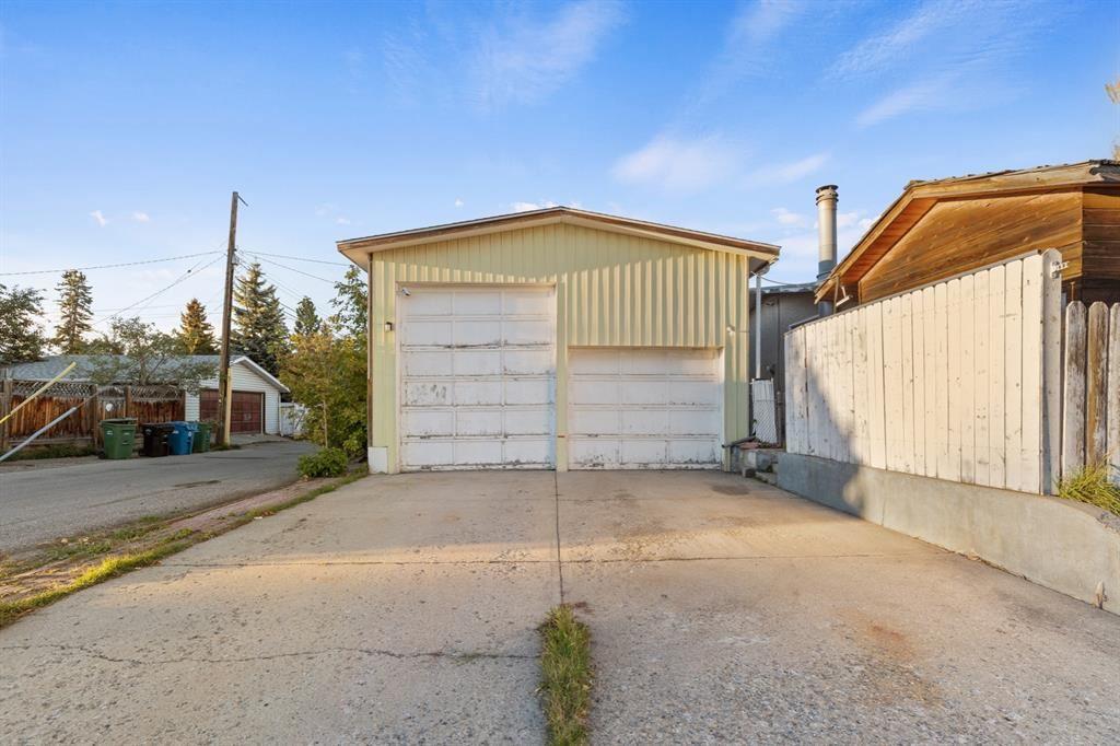 Photo of 302 Adams Crescent SE, Calgary, AB T2J 0T6 (MLS # A1148541)