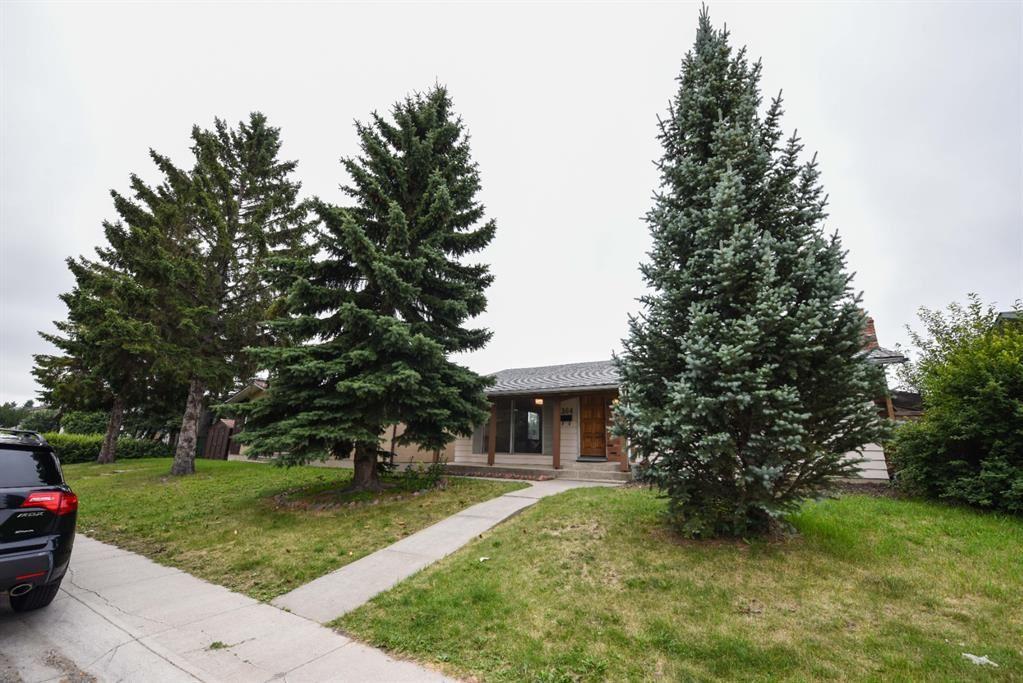 Photo of 364 Maddock Crescent NE, Calgary, AB T2A 3W9 (MLS # A1132546)