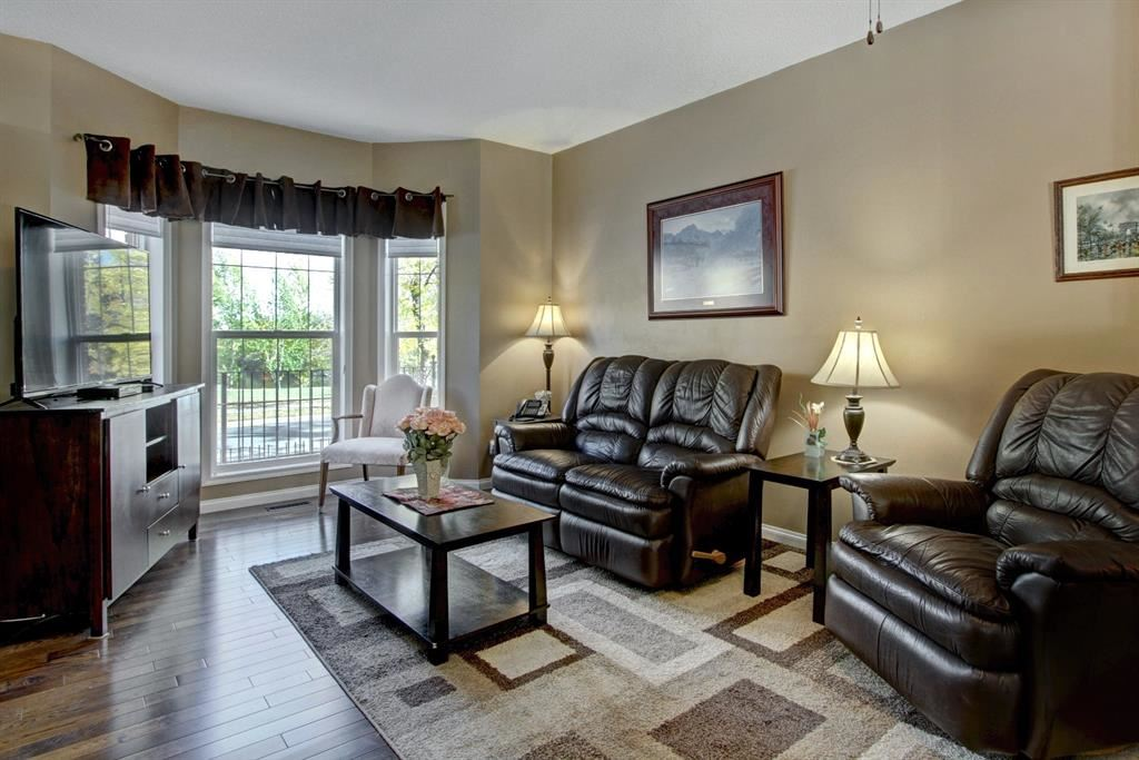 Photo of 4 Inverness Lane SE, Calgary, AB T2Z 2Y2 (MLS # A1149578)