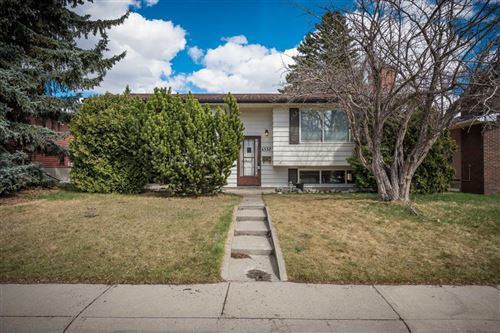 Photo of 4332 Vauxhall Crescent NW, Calgary, AB T3A 0H9 (MLS # A1104593)