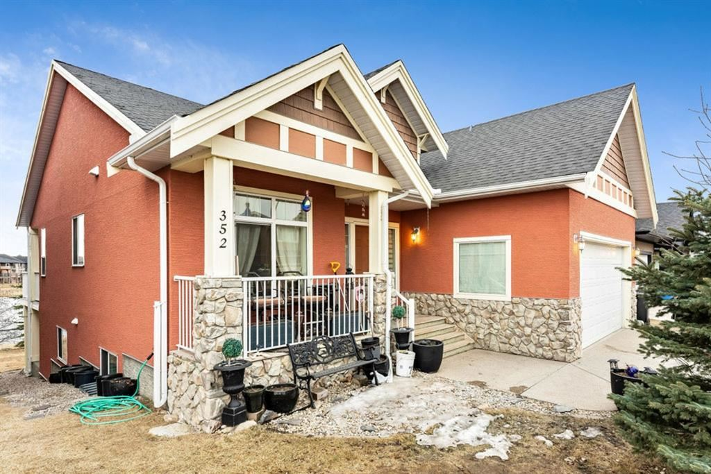 Photo of 352 kinniburgh Boulevard, Chestermere, AB T1X 0N3 (MLS # A1086593)